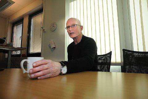 OVERARBEIDET: Sjefen for barnevernet i Ski, Knut E. Johnsen har nær dobbelt så mange saker som avdelingen er rigget for.