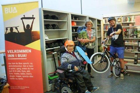 I september erklærte Nguyen Khanh Thanh og Hans Martin Enger i Framtiden i våre hender Oppegård, sammen med biblioteksjef Aase-Liv Birkenes, BUA for åpnet.