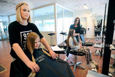 KLAR: Nå er jentene snart klare til å la håret falle