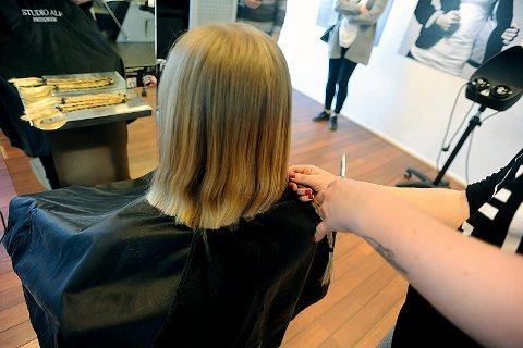 KORT: Så fin ble Hannah etter at hun hadde klipt av seg håret og gitt det som gave til Kreftforeningen.