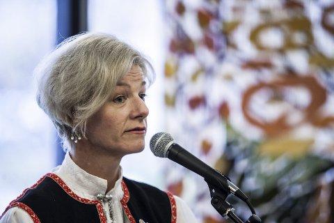 Vi er klare: Biblioteksjef Marianne Selvik: – Etter litt forsinkelse ervi klare med meråpnet ved Ås bibliotek.