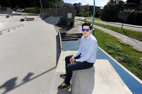 LEI: Stefan Perez har fått nok av støyende aktiviterer i og rundt skateparkanlegget i Kolbotn sentrum.