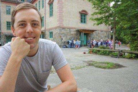 STORFORNØYD STORTINGSKANDIDAT: Nicholas Wilkinson sikrer seg en plass på Akershusbenken, dersom resultatet fra meningsmålingen står seg til valget.