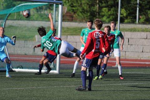 Kim Adrian Kralani dundrer inn 2-2.