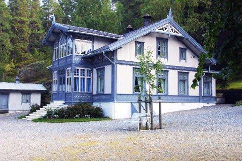 SOMMERÅPENT: hver onsdag i juni, juli og august blir det omvisning på Roald Amundsens hjem på Svartskog.
