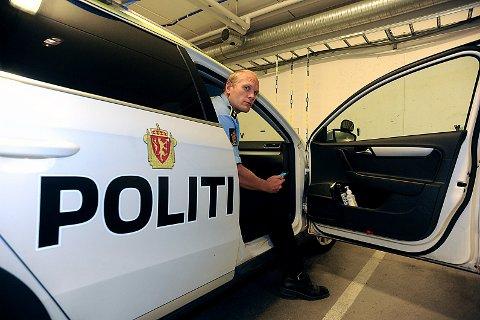 POSITIV: Politioverbetjent, Kristoffer Haakonsen er positiv til politiets nye arbeidsmetoder. Dette gjør at etterforskning går raskere.