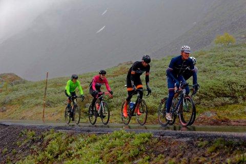 Johan Noraker Nossen (nest bakerst) gikk helt til topps i Øyeren Rundt etter et ritt preget av støt og brudd. Her fra Jotunheimen rundt der han delte seieren med Atle Thoresen.