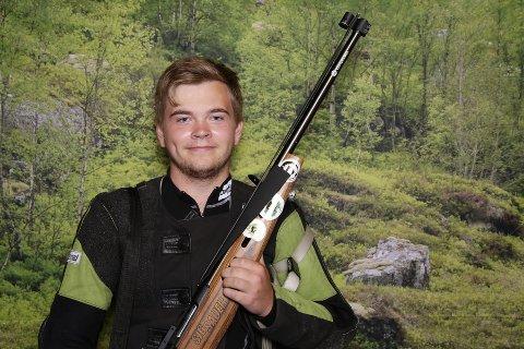 Erlend Heiaas skal skyte både bane- og feltfinale på Landsskytterstevnet.