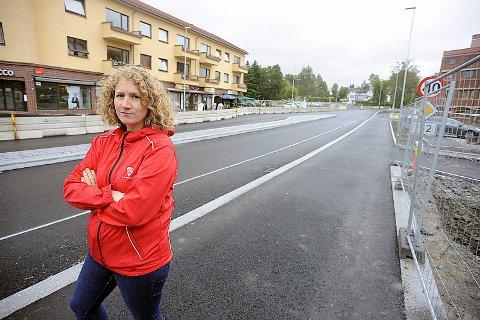 UTÅLMODIG: Ordfører Tuva Moflag mener Jernbaneveien må åpnes omgående. I tillegg til at prosjekt Kirkeveien og Sanderveien prioriteres raskt.