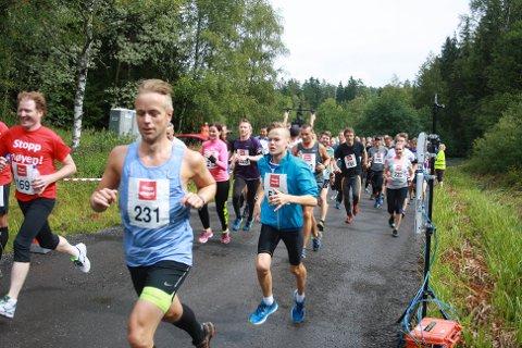 Stopp støyen-løpet: Flere hundre hadde meldt seg på til løppet mot støy fra beredskapssenteret på Taraldrud