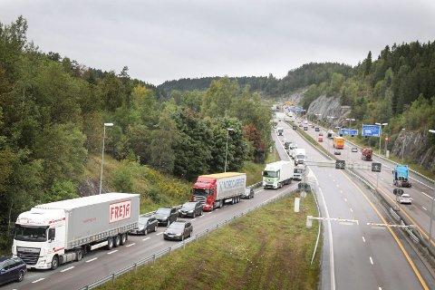 KØ: Her kommer trafikken sydover på Vinterbrosletta. Det går veldig tregt.