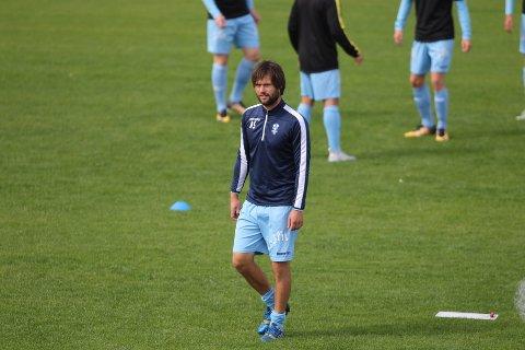 Anders Særvold flyyer på seg. Han er klar som ny trener for Kristiansund G18-lag.