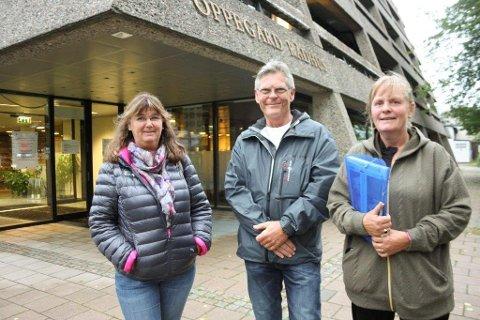 GIR SEG IKKE: Anita Stadheim, Svein Wøhni og Anne King fortsetter å jobbe for at hotellet ikke skal bli så dominerende og at trafikken legges om.
