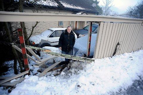 SKUFFET: Arthur Edvardsen er skuffet over å ikke få beskjed om at gjerdet ble kjørt ned av en brøytebil.