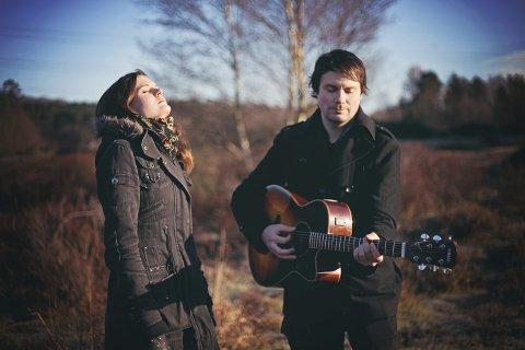 JOBBER: Den norsksvenske duoen Indigorado slipper snart singel og etter hvert debutalbum. Cathrine Witzøe og svenske Ola Borglin har samarbeidet i seks år til nå. FOTO: ASIA PRACZ