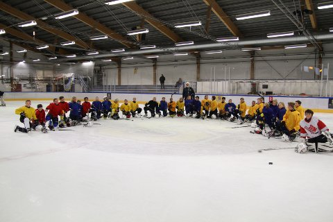 Unge ishokceyspillere fra Ski bruker høstferien til å leve som proffer. Trening, mat og hvile.