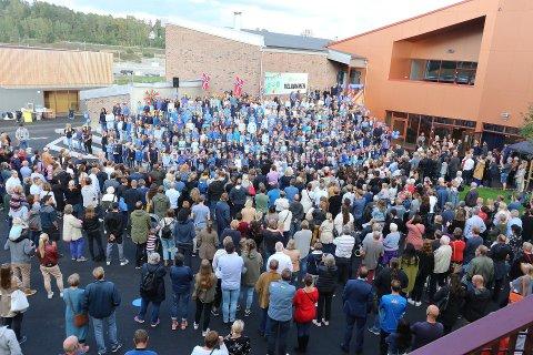 Bildet er fra innvielsesfesten til Hebekk skole.