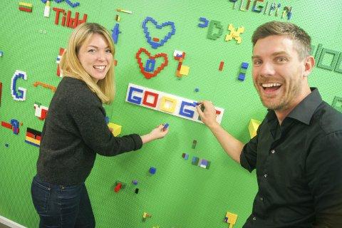KREATIVT: Kreativitet og lekenhet preger kontorlokalene til Google Norge. Helle Skjervold og Christopher Conradi har jobbene de fleste av oss bare kan drømme om.