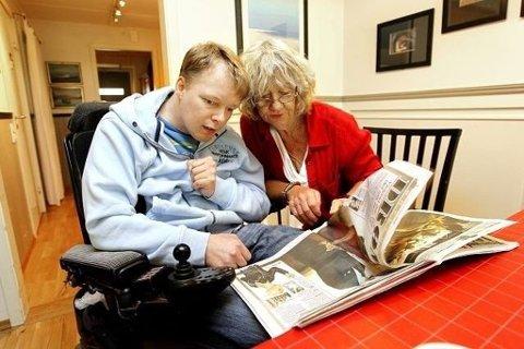 ENDRET HVERDAG: Kjetil Rusvik er lenket til rullestolen resten av livet. Her sammen med Karin Ensjø i  Stiftelsen Sofienlund i 2010
