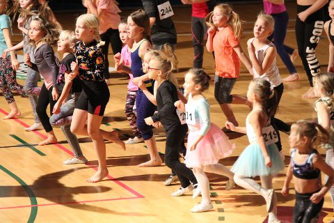 Årsavslutningen til Follo Dansestudio samler flere hundre dansere i alle aldre