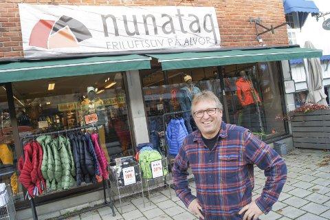 KJØRER PÅ: Daglig leder for friluftsspesialisten Nunataq i gågata i Ski, Arvid Helsem, legger ikke skjul på at han driver i et tøft marked, men 61-åringen satser på å doble salget i Ski.