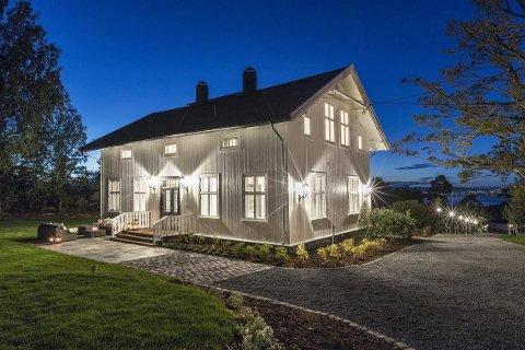 HERSKAPELIG: Sveitservillaen i Roald Amundsens vei på Svartskog er fra 1864.