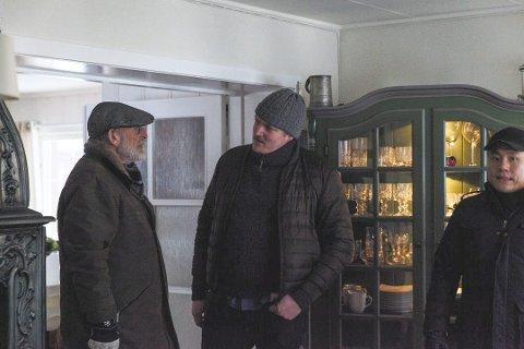 Lager film: Fra venstre: Erik Hivju, Petter Solberg Heum, Dun Duc Nguyen
