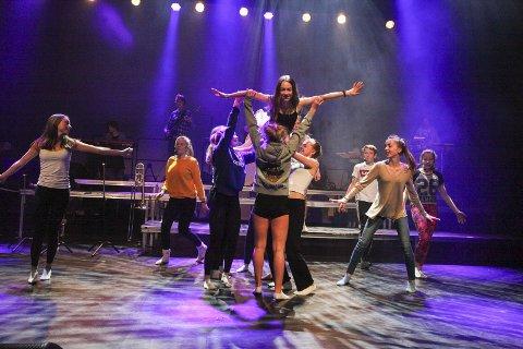GODT I GANG: Glee Club Fløysbonn Vol 3 har premiere mandag klokken 12.00. Her fra prøvene i Sal 1 i Kolben onsdag.