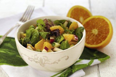 Sunt og deilig: Når påskelammet har blitt fortært, kan en appelsinsalat med kylling og fennikel være saliggjørende.