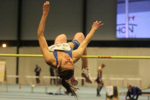 Caroline Fleischer, her i aksjon under innendørs NM i friidrett, tok gull i innendørs femkiamp i Sandnes i helgen.