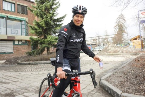 REN SYKKELSPORT: Jonas Orset tar et oppgjør med ukulturen om å kaste fra seg søppel langs veien under sykkelritt.