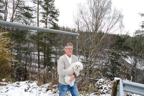 HÅP: - Kanskje vi kan ende opp med noe som også kan bli levelig for oss som bor her, sier nabo til det planlagte hotellet, Svein Wøhni.