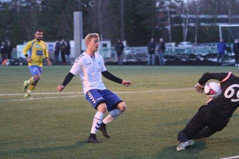 SCORER: Kolbotns Jonas Strømberg scorer sitt første for kvelden i det han legger på til 3-0 like før pause.