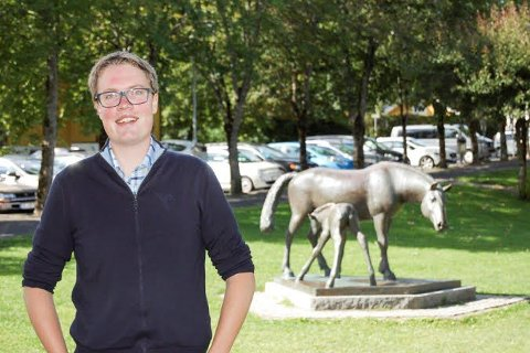 SLUTTER: Studenten Morten Vollset fra Ås takker for seg som fylkespolitiker for Senterpartiet når denne perioden går ut i 2019. Som ferdig utdannet jurist, ønsker han seg en jobb der han kan jobbe med mennesker.