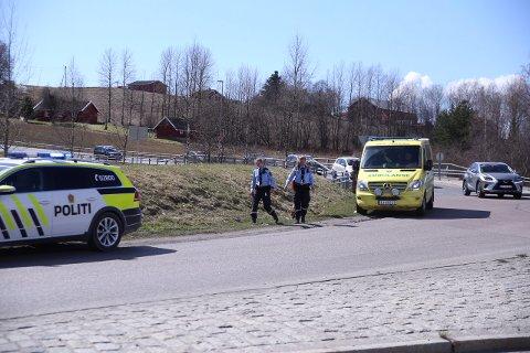 En syklist fikk en skade i en arm etter å ha blitt påkjørt av en bil i Holstadkrysset på E18.