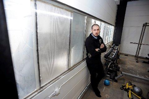 SKUFFET: Leder av kickbokseklubben, Nikolai Rosmo er skuffet over at tyver har brutt seg inn til et idrettslag.