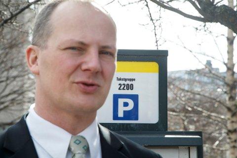 Det har vært en stor prosentvis prisøkning for parkering ved togstasjonene i løpet av samferdselsminister Ketil Solvik-Olsens (Frp) regjeringstid. Foto: Arkivfoto: Heiko Junge, NTB scanpix/ANB