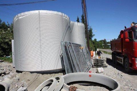 PUMPESTASJON: Gitteret utenpå bygget gjør at klatreplanter vil feste seg og gjøre bygget grønt i sommerhalvåret.