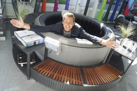 BOBLEBADKONGEN: Han kan saktens kalle seg Boblebadkongen om dagen, Hugo Grimsrud i Mspa.no. Salget går så det skvulper. Bare i mai ble det solgt boblebad for over 10 millioner kroner.