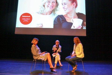 ERFARINGER: Elin Vaage Slenes og Cathrine Stuwart har deltatt i Motherhoodgrupper og ble intervjuet av Kari M. Myrvang Kallvik fra KoRus-Øst under inspirasjonskonferansen.