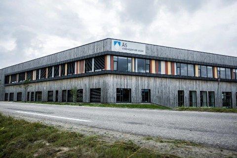 BIDRAR POSITIVT: Skolene i Akershus, her representert ved Ås videregående skole, bidrar positivt til elevenes prestasjoner.