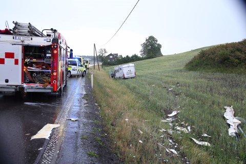 KJØRTE AV VEIEN: Førern av bobilen fikk førerkortet beslaglagt etter at han kjørte av veien på E18 ved Asper bru.