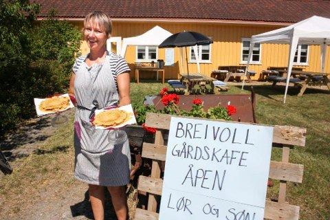 ENDELIG: I syv år har Breivolls Venner kjempet for å gjøre stedet mer tilgjengelig for allmennheten. Lørdag kunne Rikke Soligard ønske velkommen til Breivoll gårdskafe.