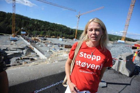 SLAPP INN: Linda Nilsen Methi fra Stopp Støyen fikk hjelp av Statsminister Erna Solber til å komme seg inn.