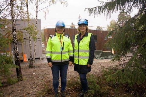 SPESIELT: Prosjektleder Tove B Gran og leder Prosjekt eiendom, Zorica Garvic har deltatt i årelang planlegging av Greverudlia barnehage og syns det er spesielt å se bygget materialiserer seg.