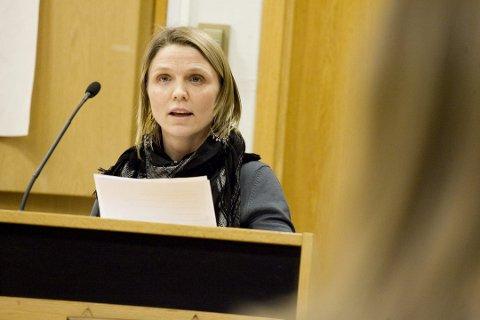 FØLG HENNE: Partikollega Ketil Larsen mener flere bør gjøre som Camilla Hille (V).