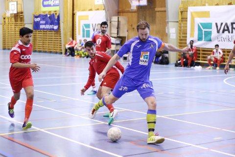 PRESTISJE: Simen Carlsen Strande og Ski Futsal ønsker definitivt ikke å tape mot Follo FK i Futsal.