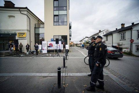 SØKTE PÅ NYTT: I fjor fikk SIAN nei til å protestere mot islam på kommunal grunn i Ski. Bildet er tatt i forbindelse med en Sian-stand i Kongsberg høsten 2017.