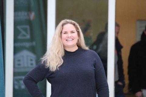 Heidi Grimsrud gikk fra Ski til Son for å se datteren og jentene på Ski J-02 spille håndball