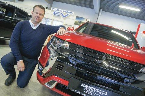 GULLKALVEN: Mitsubishi Outlander er den suverene bestselgeren til Bilforum Follo og daglig leder Roger Agerup.